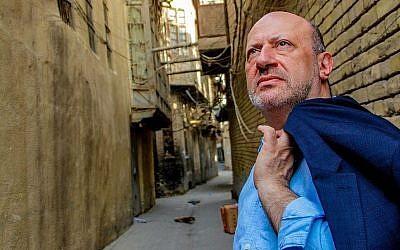 Le londonien Edwin Shuker, dans sa ville natale , à Bagdad, en 2015. (Crédit : Edwin Shuker)