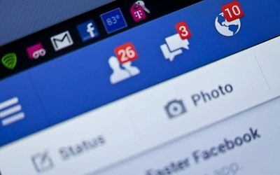 Notifications Close-up view de Facebook  sur smartphone. (JaysonPhotography/Istock by Getty Images)