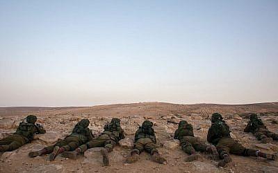 Des soldats du Bataillon de reconnaissance du désert de l'armée israélienne (Crédit : armée israélienne)
