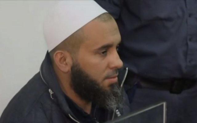 Husam Jarushi, mafieux présumé accusé de complicité dans l'enquête concernant David Bitan, député du Likud, au tribunal le 4 décembre 2017 (capture d'écran : Hadashot)
