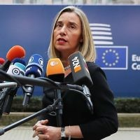 Federica Mogherini, chef de la politique étrangère de l'Union européenne, s'adressant aux journalistes à Bruxelles, en Belgique, le 19 octobre 2017 (Crédit : Dan Kitwood / Getty Images via JTA)
