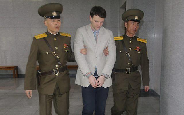 Otto Warmbier arrive au tribunal pour son procès à Pyongyang, en Corée du Nord, le 16 mars 2015 (Xinhua / Lu Rui via Getty Images / JTA)