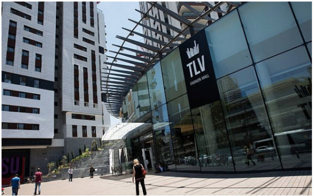 Un nouveau centre commercial dans le centre de Tel Aviv, le 29 juin 2017. (Nati Shohat/Flash90)
