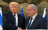 Le Premier ministre Benjamin Netanyahu serre la main du président américain Donald Trump lors d'une cérémonie à Yad Vashem le 23 mai 2017, à Jérusalem (MANDEL NGAN / AFP)
