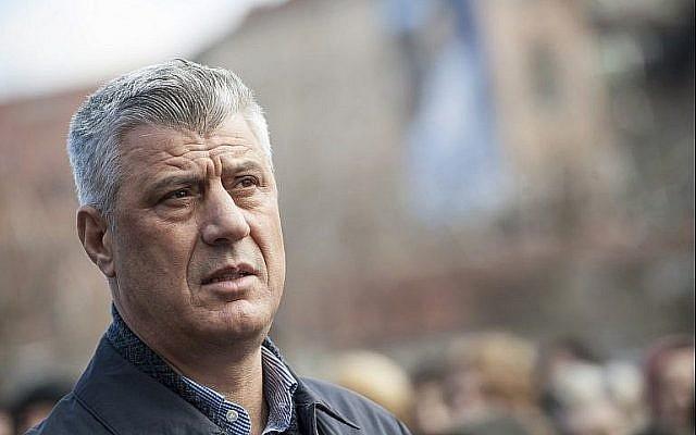 Le président du Kosovo Hashim Thaci lors d'une cérémonie de commémoration à Pristina pour les portés-disparus de la guerre du Kosovo, le 30 décembre 2017 (Crédit : AFP/Armend Nimani)