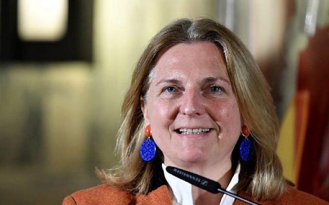 Karin Kneissl, ministre autrichienne des Affaires étrangères, donne une conférence de presse à la suite d'une rencontre avec son homologue italien le 16 janvier 2018 à Rome (PHOTO AFP / TIZIANA FABI)