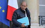 Le ministre des Affaires étrangères français Jean-Yves Le Drian quitte l'Elysée après la réunion de cabinet hebdomadaire le 17 janvier 2018 (Crédit : AFP Photo/Ludovic Marin)