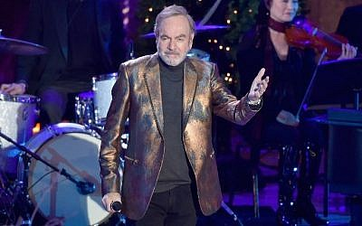 Neil Diamond se produit au 84e Rockefeller Center Christmas Tree Lighting au Rockefeller Center, le 30 novembre 2016 à New York. (Crédit : Theo Wargo / Getty Images / AFP)