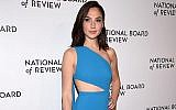 L'actrice Gal Gadot au gala du National Board of Review Awards à New York le 9 janvier 2018 (Crédit : Dimitrios Kambouris / Getty Images pour le Conseil national de contrôle / AFP)