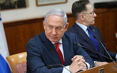 Le Premier ministre Benjamin Netanyahu dirige une réunion du cabinet du Premier ministre à Jérusalem, le 21 janvier 2018 (Alex Kolomoisky / POOL)