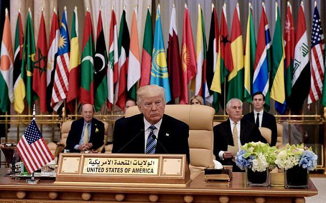 Le président américain Donald Trump participe au Sommet islamo-américain au Centre de conférences du roi Abdulaziz à Riyad, le 21 mai 2017 (AFP / MANDEL NGAN)