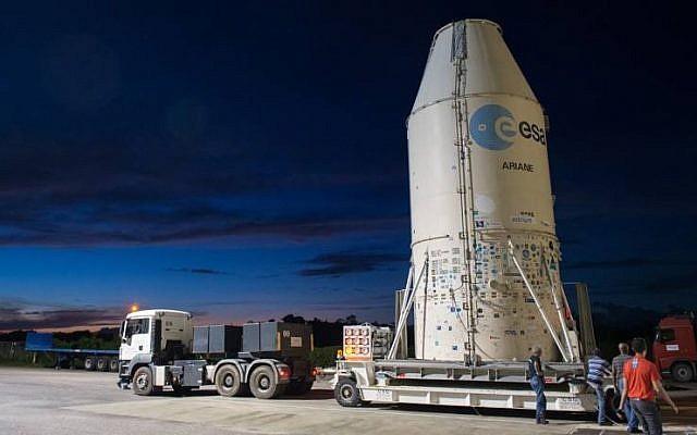 Le satellite VENμS et son lanceur sur le site de lancement, en Guyane française, le 31 juillet 2017 (publié avec la permission de l'Agence spatiale israélienne)