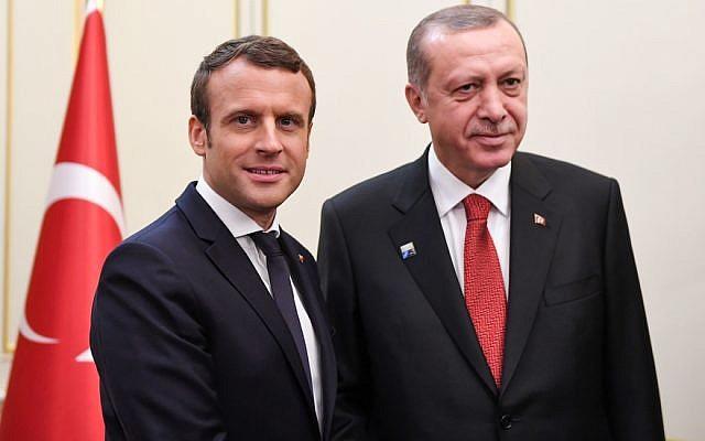 Emmanuel Macron et Recep Tayyip Erdogan le 25 mai 2017 à Bruxelles. (Crédit : ERIC FEFERBERG / POOL / AFP)