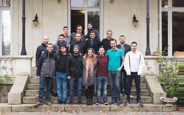 Les fondateurs d'Akeneo et les membres de l'équipe Sigmento réunis au siège de la société en France. (Crédit : Akeneo)