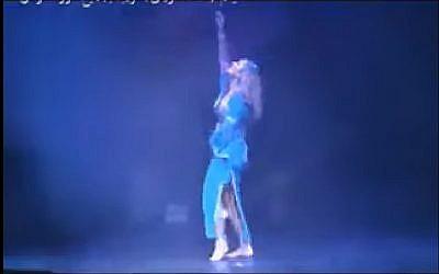 """Capture d'écran du clip de la chanson """"Boss Oumek"""", sortie en décembre 2017, interprétée par Leila Amer (Crédit : Capture d'écran YouTube)"""