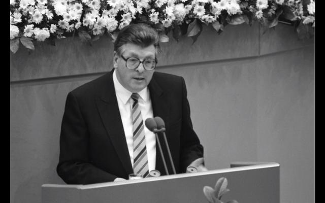 Philipp Jenninger, ancien président du Bundestag (Crédit : capture d'écran YouTube)