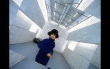 "Jamiroquai dans le clip du tube ""Virtual Insanity"" (Capture d'écran : YouTube)"