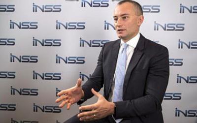 Nickolay Mladenov, envoyé de l'ONU pour la paix au Moyen-Orient, est interviewé à la suite de la conférence de l'INSS à Tel Aviv le 30 janvier 2018. (Crédit : AFP / Jack Guez)