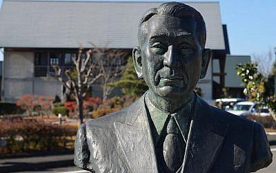 A Yaotsu, au Japon, au mois de novembre 2017, un buste de Chiune Sugihara au musée du mémorial créé en son honneur (Crédit :  Michael Wilner)