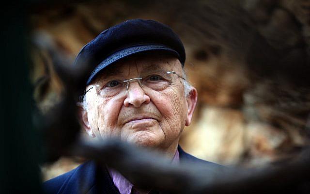 Le romancier israélien Aharon Appelfeld, décédé à l'âge de 85 ans le 4 janvier 2018 (Crédit : Yossi Zamir / Flash90)