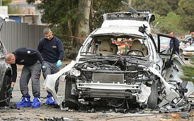 Photo d'illustration d'une inspection policière suite à un attentat à la voiture piégée près de Tel Aviv, le 19 janvier 2016. (Flash90)