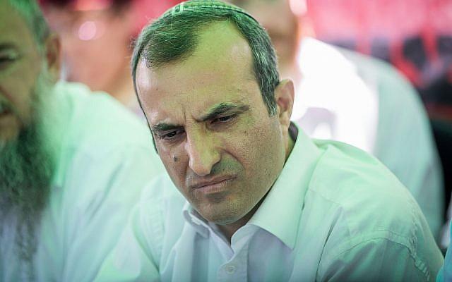 Hananel Dorani assiste à une conférence de presse à la tente de protestation des habitants de Beit El devant le bureau du Premier ministre à Jérusalem le 25 juin 2017. (Yonatan Sindel / Flash90)