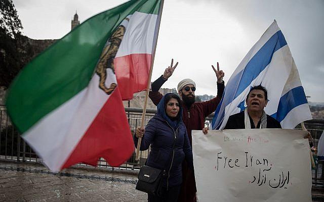 Manifestation de solidarité avec les manifestants anti-régime en Iran, à la porte de Jaffa dans la Vieille Ville de Jérusalem, le 2 janvier 2018 (Hadas Parush / Flash90)