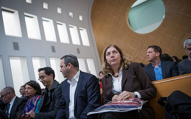 "Anat Hoffman (d), présidente de l'organisation ""Women of the Wall"" à la Cour suprême de Jérusalem lors de l'audience concernant l'accord du Mur occidental, le 14 janvier 2018. (Yonatan Sindel / Flash90)"