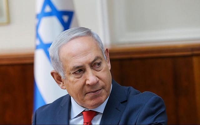 Le Premier ministre Benjamin Netanyahu dirige une réunion du cabinet du Premier ministre à Jérusalem le 21 janvier 2018. (Alex Kolomoisky / POOL)