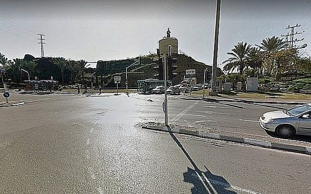 Une photo d'illustration de l'échangeur de HaSira sur la route 2, à côté de Herzliya. (Crédit : Google maps)