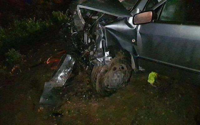 L'un des véhicules impliqués dans l'accident de la route meurtrier survenu sur la Route 557, près de l'implantation de Shavei Shomron dans le nord de la Cisjordanie, le 23 janvier 2018 (Autorisation : Conseil régional de Samarie)