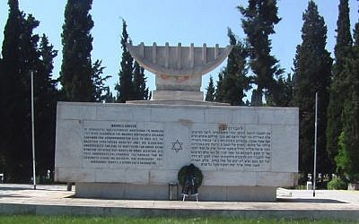 Photo d'illustration d'un mémorial de l'Holocauste au cimetière juif de Thessalonique, en Grèce (Crédit photo : Arie Darzi / Wikimedia Commons)