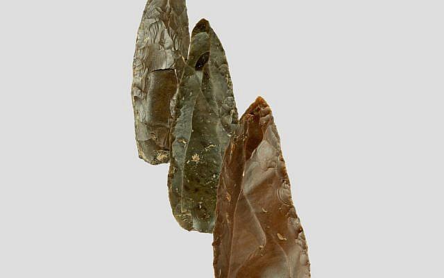Des silex typiques du début du milieu de lère paléolithique trouvés à Misliya 1 (Crédit : Mina Weinstein Evron, Université de Haïfa)