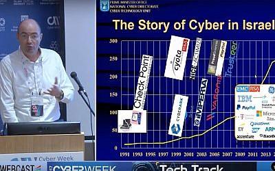 Yigal Unna, le chef désigné de l'administration nationale du cyber au bureau du Premier ministre lors d'une conférence sur la cybersécurité à Tel Aviv (Capture d'écran :  YouTube )