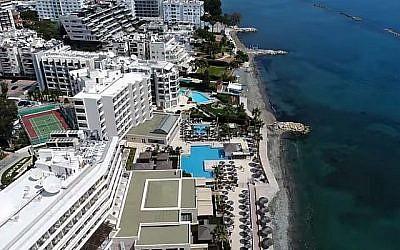 Une vue des hôtels de bord de mer à Limassol, Chypre (Capture d'écran YouTube)
