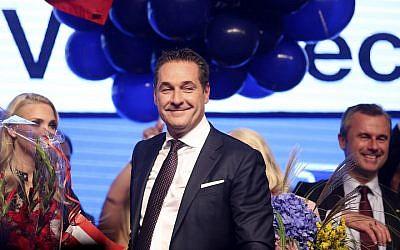 Heinz-Christian Strache, leader du Parti pour la liberté autrichien de droite, lors d'un congrès à l'issue des élections législatives autrichiennes à Vienne, le 15 octobre 2017 (Alex Domanski / Getty Images via JTA)