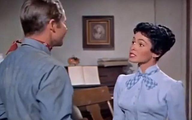 Susan Cabot dans Ride Clear of Diablo, en 1954. (Crédit : capture d'écran YouTube).