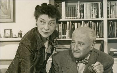 Le couple Friedman chez eux en 1957? (George C. Marshal Foundation)