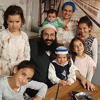 Le rabbin Raziel Shevach avec sa famille, photo non-datée (Autorisation de la famille)