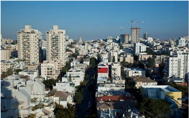Vue aérienne de Givatayim en banlieue de Tel Aviv. (Moshe Shai/Flash90)