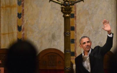 L'ancien président américain Barack Obama à la synagogue Emanu-El à New York, le 24 janvier 2018 (Gili Getz / Facebook via JTA)