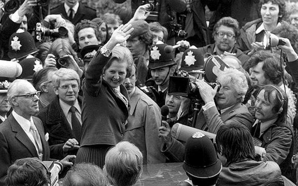Margaret Thatcher, Premier ministre conservateur britannique, entre pour la première fois au 10 Downing St. (Getty Images)