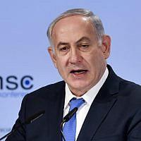 Le Premier ministre Benjamin Netanyahu prononce un discours au troisième jour de la conférence sécuritaire de Munich (MSC) organisée à l'hôtel Bayerischer Hof à Munich, dans le sud de l'Allemagne, le 18 février 2018 (Crédit : AFP PHOTO / Thomas KIENZLE)