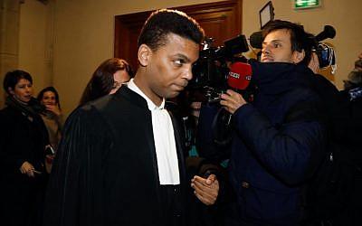 Yassine Bouzrou, avocat de Tariq Ramadan, dans un tribunal parisien lors de l'audience de son client sur les allégations de viol, le 2 février 2018. (AFP Photo/Francois Guillot)