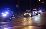 La police française escorte un convoi qui transfère le Salah Abdeslam, principal suspect des attentats de Paris, depuis Felury-Mérogis jusqu'au Palais de Justice de Bruxelles, le 5 février 2018. (Crédit : AFP Photo/Zakaria Abdelkafi)