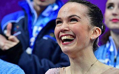 L'Israélienne Aimee Buchanan laisse éclater sa joie après sa prestation en solo dans une épreuve de patinage artistique durant les jeux olympiques d'hiver de Pyeongchang 2018 à la patinoire Gangneung à Gangneung, le 11 février 2018 (Crédit : AFP PHOTO / Mladen ANTONOV)