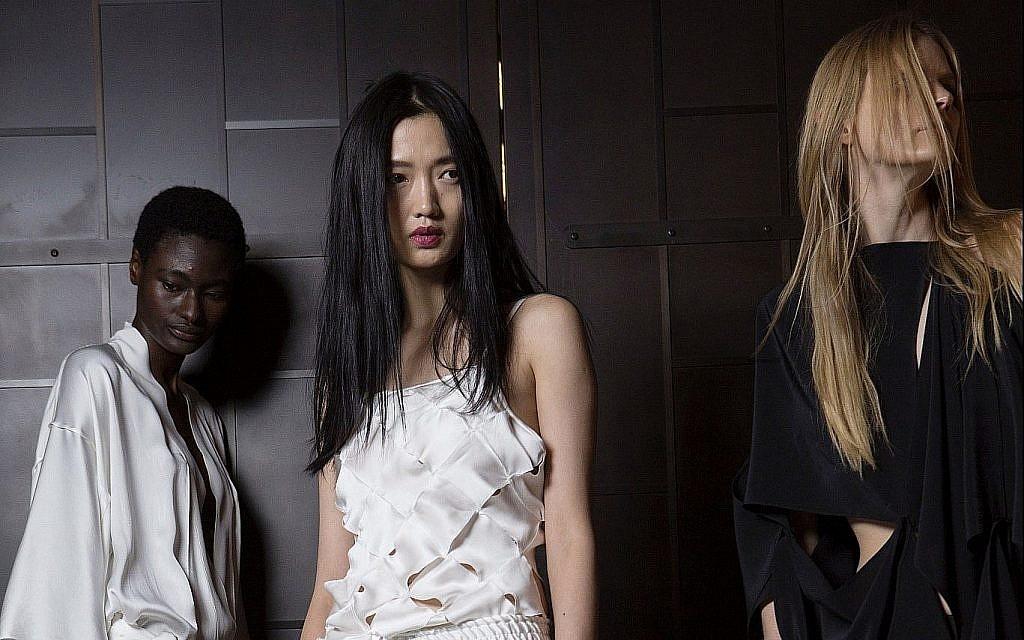 Trois créations de la prochaine collection de Lia Kes NYC, présentée à la Fashion Week de New York (Crédit : Autorisation de Lia Kes)