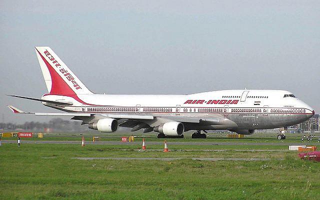 Un Boeing de la compagnie Air India à l'aéroport de Londres, en 2005. (Crédit : domaine public)