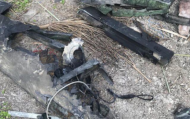 Les débris du drone iranien abattu par les forces aériennes israéliennes après avoir pénétré dans l'espace aérien israélien le 10 février 2018. (Forces de défense israéliennes)