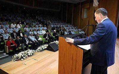 Le président de la Knesset, Yuli Edelstein, lors d'un événement organisé par la Knesset en l'honneur de la police israélienne, le 5 janvier 2018 (Yitzhak Harari / Knesset)